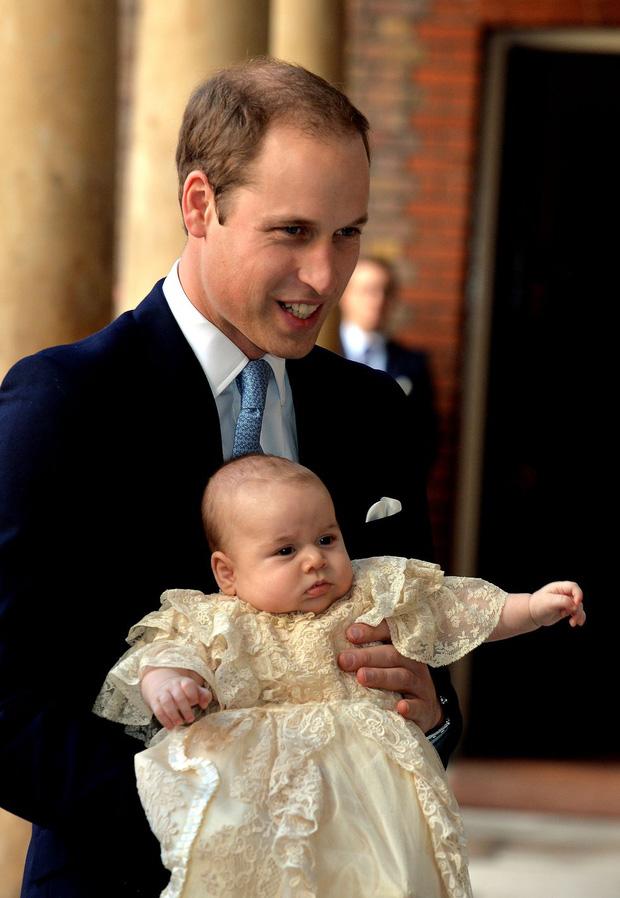 Đức Vua tương lai của Hoàng gia Anh: Những khoảnh khắc thần thái ngất trời của Hoàng tử bé George, mới 7 tuổi nhưng đã ra dáng anh cả - Ảnh 31.
