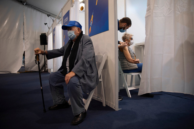 Hành trình vaccine thần kỳ của Israel: Tiêm nhanh và thành công nhất thế giới, và giờ nhân loại đang trông chờ vào đó  - Ảnh 2.