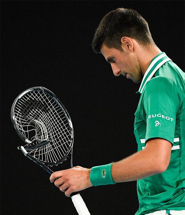 Novak Djokovic lại đập nát vợt: Hành động đáng xấu hổ khiến ngôi sao quần vợt mất điểm, thi đấu thành công nhưng luôn bị ghét bỏ - Ảnh 2.