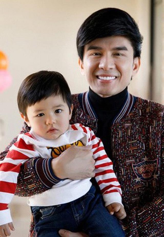 Con trai Đan Trường - Rich kid thứ thiệt showbiz Việt: 4 tuổi mặc đồ Gucci, có công ty riêng, tháng kiếm sương sương nghìn đô, được bố mẹ chiều hết nấc - Ảnh 1.