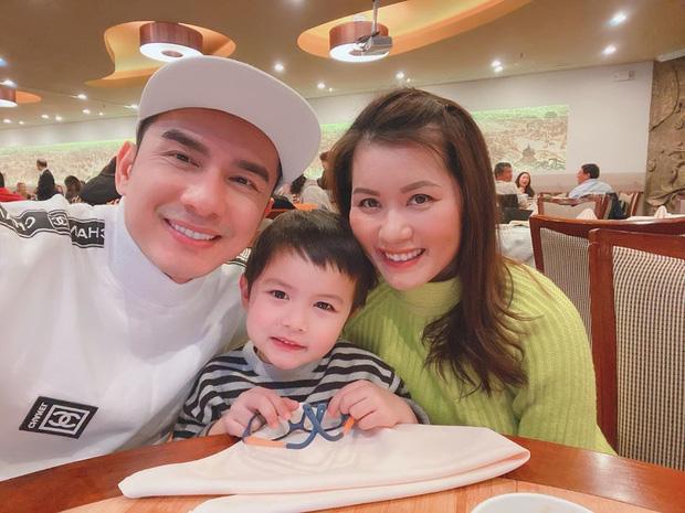 Con trai Đan Trường - Rich kid thứ thiệt showbiz Việt: 4 tuổi mặc đồ Gucci, có công ty riêng, tháng kiếm sương sương nghìn đô, được bố mẹ chiều hết nấc - Ảnh 4.