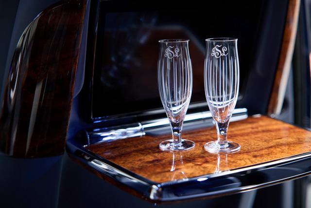Khám phá Rolls-Royce Phantom độc nhất vô nhị sử dụng gỗ Koa siêu quý hiếm - Ảnh 8.