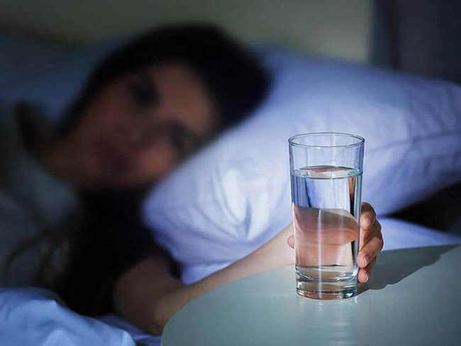 Bí quyết trường thọ: Uống ba cốc nước mỗi ngày để ngăn ngừa mọi bệnh tật và sống lâu trăm tuổi - Ảnh 1.