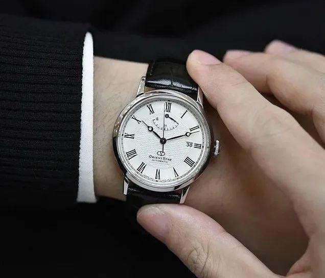Vì sao doanh nhân thành đạt hiếm khi đeo đồng hồ Richard Mille đắt tiền, mà lại chọn Patek Philippe hay Rolex cổ điển hơn? Mấu chốt nằm ở ĐẲNG CẤP người mua - Ảnh 9.