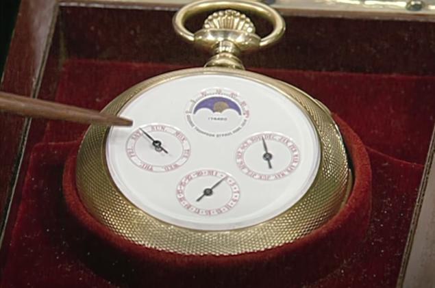 Chuyên gia kiểm định chiếc đồng hồ quả quýt 1,5 triệu USD: Không phải vàng hay đá quý, thứ đáng giá nhất nằm ở mặt sau - Ảnh 1.