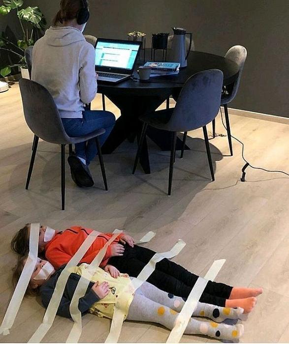 Chuyện dở khóc dở cười mùa dịch COVID-19: Vừa làm việc tại nhà vừa trông con nghỉ học quả thật là cần rất nhiều nội công - Ảnh 4.