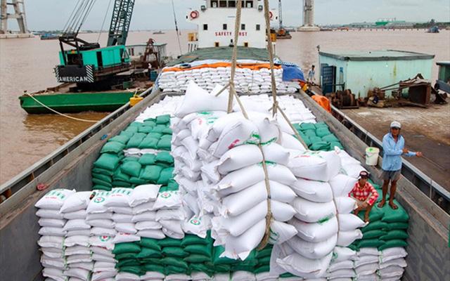 Giá gạo Việt Nam cao nhất trong một thập kỷ - Ảnh 1.