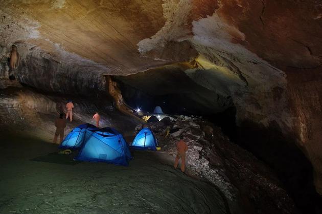 Thí nghiệm kỳ lạ trong hang động khiến nhân loại phải thay đổi lại cách nhìn nhận về đồng hồ sinh học trong cơ thể con người - Ảnh 1.