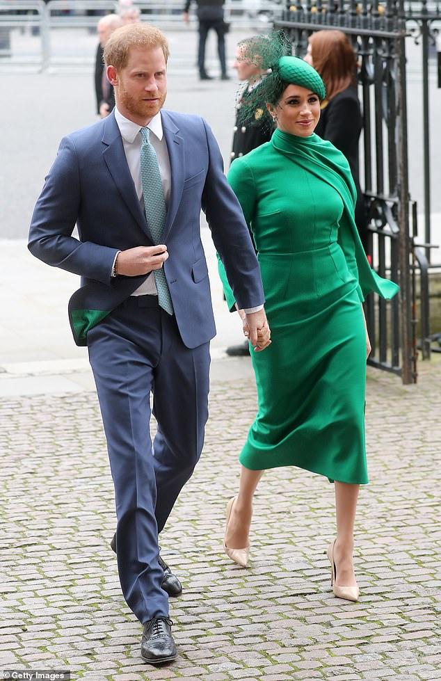 Nữ hoàng Anh công bố hoạt động được coi là để dạy dỗ nhà Meghan Markle, đủ khiến cặp đôi phải muối mặt - Ảnh 2.