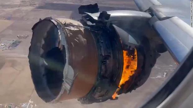 Nhìn ra cửa sổ máy bay và thấy cảnh này thì bạn sẽ nghĩ gì? Đây là trải nghiệm của những người trong cuộc với phản ứng gây ngỡ ngàng - Ảnh 1.
