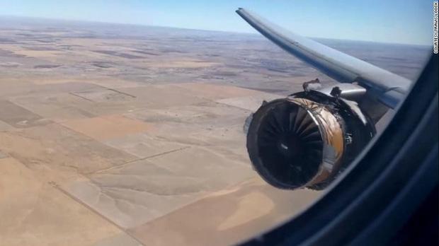 Nhìn ra cửa sổ máy bay và thấy cảnh này thì bạn sẽ nghĩ gì? Đây là trải nghiệm của những người trong cuộc với phản ứng gây ngỡ ngàng - Ảnh 2.