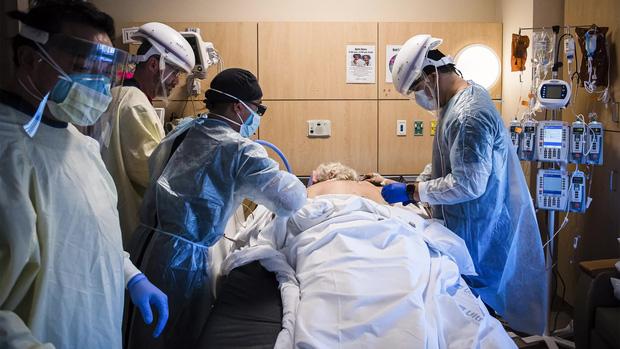 Cảm giác của người chết vì Covid-19 là như thế nào? Chỉ 2 chữ kinh hoàng, theo trải nghiệm của các bác sĩ trị bệnh - Ảnh 1.