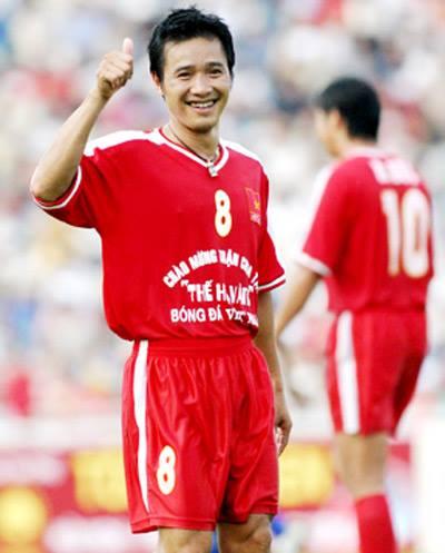 Huyền thoại Nguyễn Hồng Sơn nhận là tỷ phú với gia tài có 1-0-2 của bóng đá Việt - Ảnh 2.