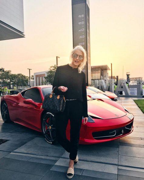 Gương mặt vàng trong làng review siêu xe: Xinh đẹp, nóng bỏng và kiếm hơn 1,4 triệu USD/năm - Ảnh 1.