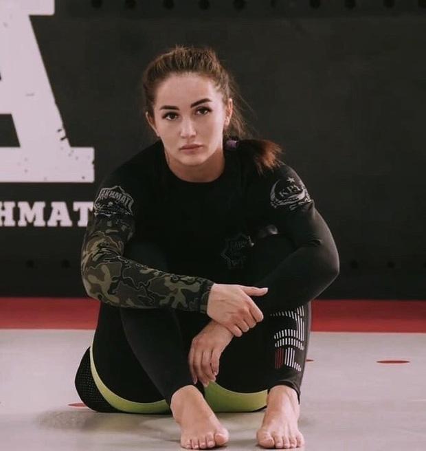 Nữ võ sĩ khốn khổ chỉ vì vẻ ngoài quá xinh đẹp: Liên tục bị làm phiền, tài khoản MXH tràn ngập lời cầu hôn - Ảnh 2.