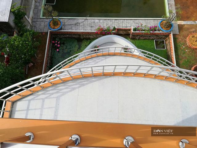 Lão nông nuôi lươn ở Vĩnh Long bỏ 5 tỷ xây căn nhà có hình dáng du thuyền: Nghe ý tưởng bảo điên, tới khi hoàn thành ai nấy choáng ngợp! - Ảnh 2.
