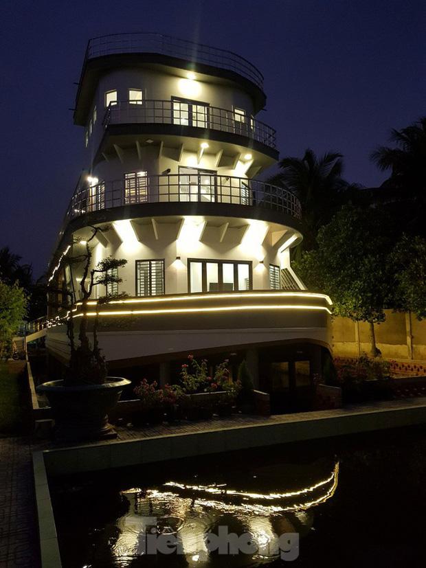 Lão nông nuôi lươn ở Vĩnh Long bỏ 5 tỷ xây căn nhà có hình dáng du thuyền: Nghe ý tưởng bảo điên, tới khi hoàn thành ai nấy choáng ngợp! - Ảnh 4.