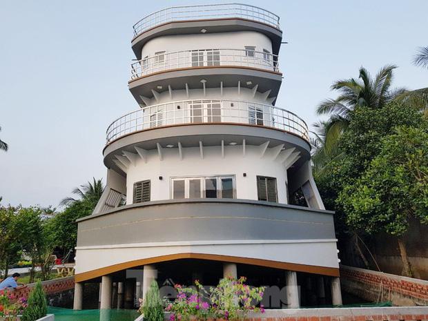 Lão nông nuôi lươn ở Vĩnh Long bỏ 5 tỷ xây căn nhà có hình dáng du thuyền: Nghe ý tưởng bảo điên, tới khi hoàn thành ai nấy choáng ngợp! - Ảnh 5.