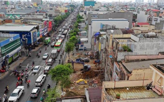 Chuyên gia nói gì về việc thu hồi, bán đấu giá đất ven đường mới mở tại Tp.HCM?