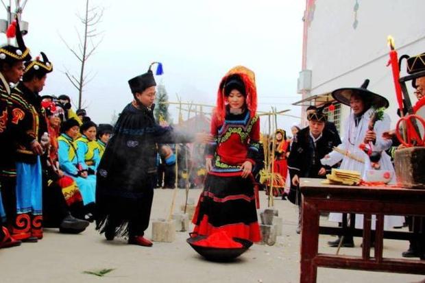 Đính hôn từ bé: Hủ tục ép duyên lạc hậu tước đoạt hạnh phúc của những đứa con ngoan ở nông thôn Trung Quốc - Ảnh 1.