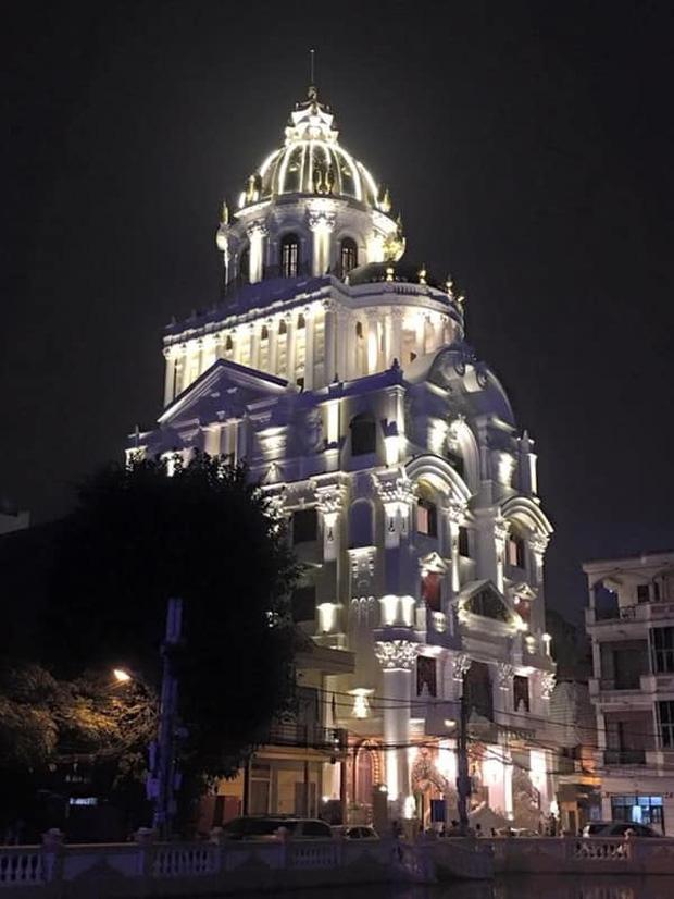 Biệt thự 7 tầng của đại gia ngành sắt Việt giàu lên từ thu mua sắt vụn: Độ hoành tráng sánh ngang lâu đài, tổng giá trị cỡ 300 tỷ  - Ảnh 1.