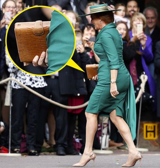 Những lần Hoàng gia Anh dùng trang phục để phát đi thông điệp bí mật: Hoá ra không chỉ sang trọng mà còn thật tinh tế - Ảnh 5.