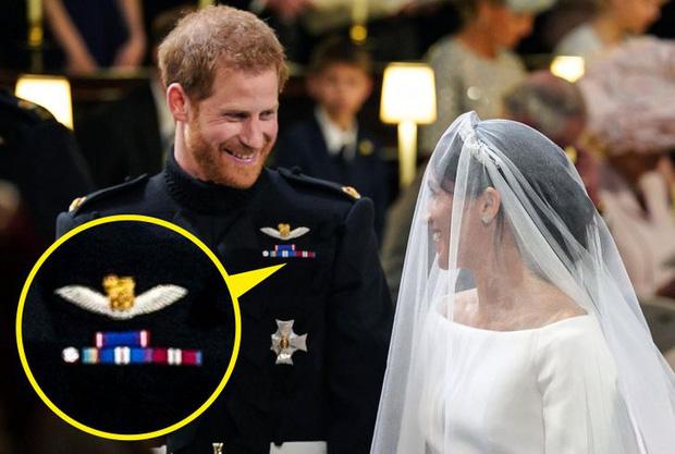 Những lần Hoàng gia Anh dùng trang phục để phát đi thông điệp bí mật: Hoá ra không chỉ sang trọng mà còn thật tinh tế - Ảnh 7.