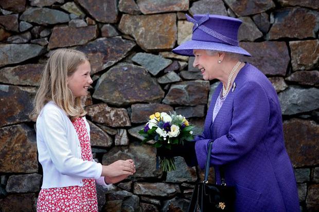 Những lần quy định Hoàng gia Anh bị phá tan bởi chính Nữ hoàng Elizabeth II: Ai mà nghĩ Nữ hoàng cũng có lúc nổi loạn đến vậy - Ảnh 2.