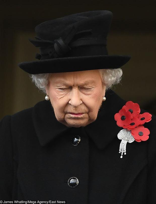 Những lần quy định Hoàng gia Anh bị phá tan bởi chính Nữ hoàng Elizabeth II: Ai mà nghĩ Nữ hoàng cũng có lúc nổi loạn đến vậy - Ảnh 7.