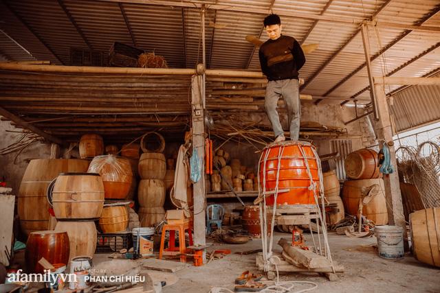 Chuyện khó tin về một dòng họ mất tận nửa năm để đi tìm tấm da trâu đặc biệt làm chiếc trống lớn nhất Việt Nam chào đón năm Tân Sửu 2021!  - Ảnh 3.