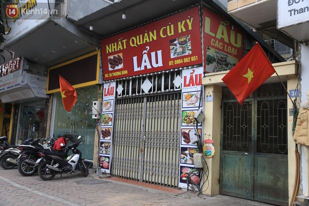 Ảnh: Hàng quán Hà Nội nơi đìu hiu, nơi phải đóng cửa vì ảnh hưởng của dịch Covid -19 - Ảnh 5.