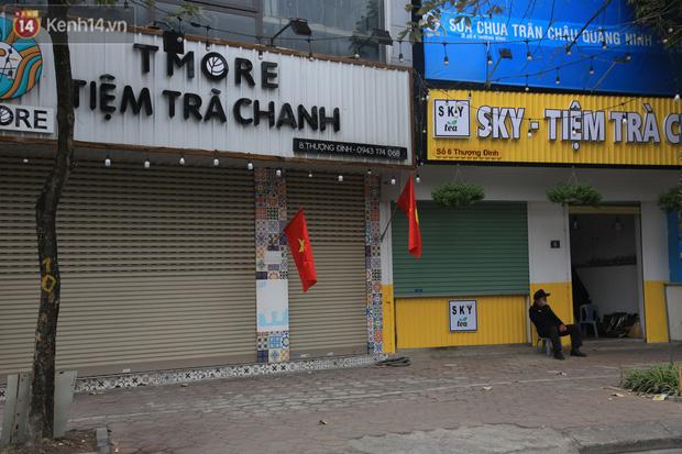 Ảnh: Hàng quán Hà Nội nơi đìu hiu, nơi phải đóng cửa vì ảnh hưởng của dịch Covid -19 - Ảnh 6.