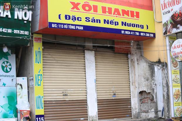 Ảnh: Hàng quán Hà Nội nơi đìu hiu, nơi phải đóng cửa vì ảnh hưởng của dịch Covid -19 - Ảnh 7.
