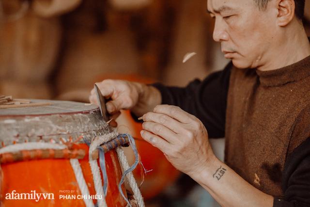 Chuyện khó tin về một dòng họ mất tận nửa năm để đi tìm tấm da trâu đặc biệt làm chiếc trống lớn nhất Việt Nam chào đón năm Tân Sửu 2021!  - Ảnh 8.