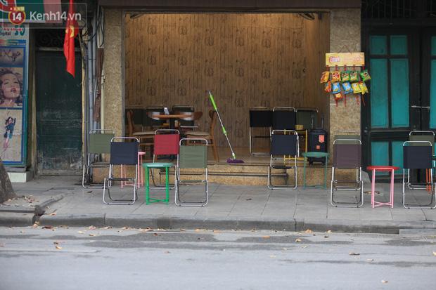 Ảnh: Hàng quán Hà Nội nơi đìu hiu, nơi phải đóng cửa vì ảnh hưởng của dịch Covid -19 - Ảnh 9.