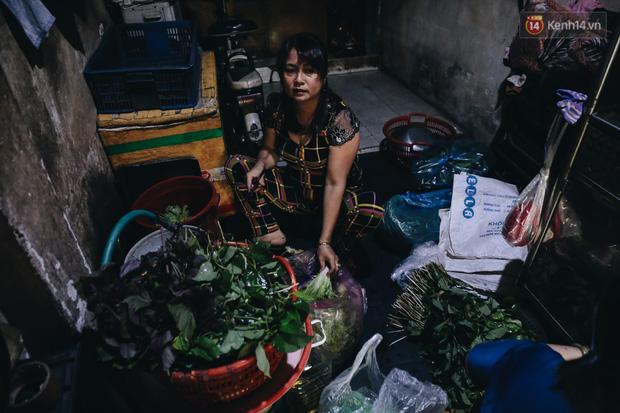 Ảnh: Người Sài Gòn tấp nập mua cá lóc cúng ông Công ông Táo, chủ tiệm nướng mỏi tay không kịp bán - Ảnh 2.