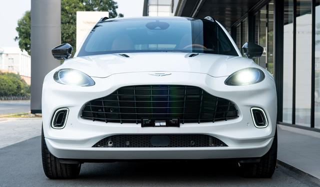 Aston Martin DBX lần đầu lộ diện full ảnh tại Việt Nam: Thêm lựa chọn cho đại gia chán Lamborghini Urus, Bentley Bentayga - Ảnh 2.