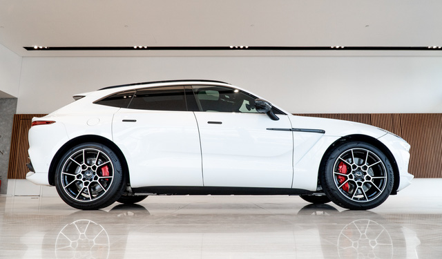Aston Martin DBX lần đầu lộ diện full ảnh tại Việt Nam: Thêm lựa chọn cho đại gia chán Lamborghini Urus, Bentley Bentayga - Ảnh 3.
