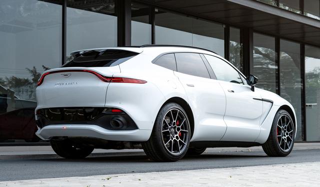 Aston Martin DBX lần đầu lộ diện full ảnh tại Việt Nam: Thêm lựa chọn cho đại gia chán Lamborghini Urus, Bentley Bentayga - Ảnh 4.