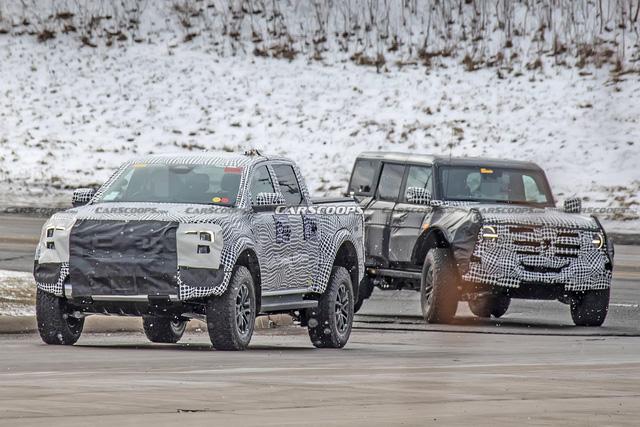Ford Ranger Raptor thế hệ mới chạy thử trên đường phố, để lộ chi tiết ống xả mới lạ - Ảnh 1.