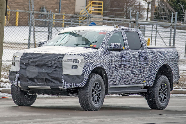 Ford Ranger Raptor thế hệ mới chạy thử trên đường phố, để lộ chi tiết ống xả mới lạ - Ảnh 2.