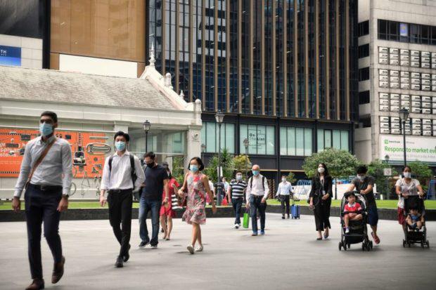 Kinh tế ASEAN phục hồi phụ thuộc vào việc phổ biến vaccine COVID-19 - Ảnh 1.