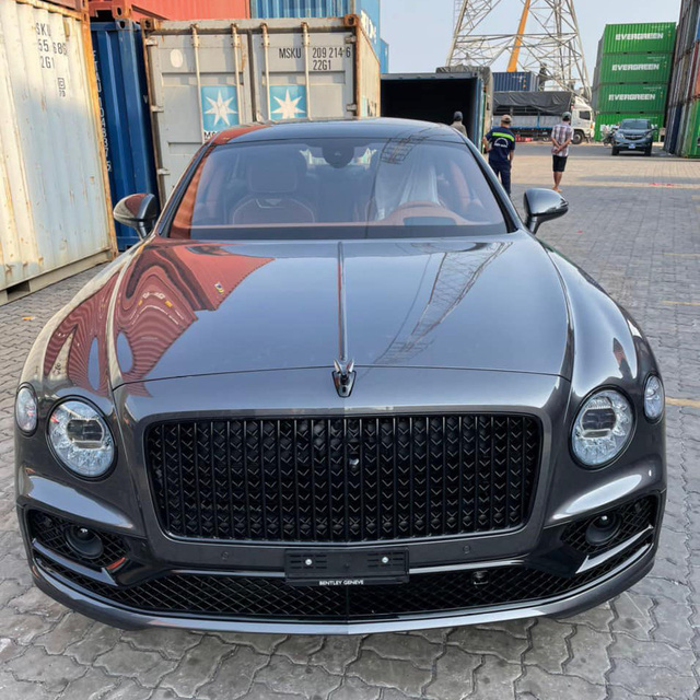 Bentley Flying Spur First Edition 2021 phối màu kiểu độc về Việt Nam, dành cho chủ xe gu mặn chứ không phải bình thường - Ảnh 1.