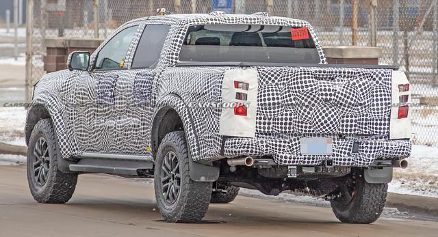 Ford Ranger Raptor thế hệ mới chạy thử trên đường phố, để lộ chi tiết ống xả mới lạ - Ảnh 4.