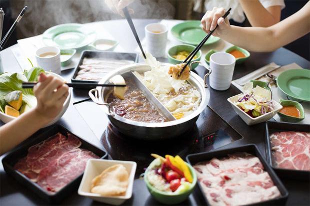 Phụ nữ ăn tối theo 5 cách này chẳng khác nào tự rút bớt tuổi thọ, còn tích mỡ và sinh bệnh sớm - Ảnh 1.