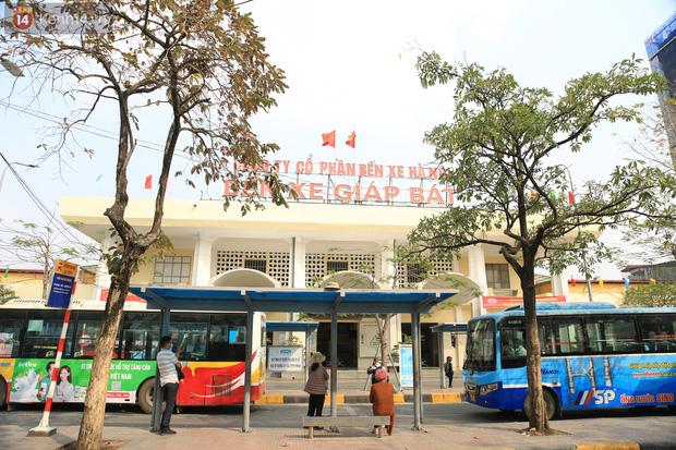 Chủ nhật cuối cùng của năm Canh Tý 2020: Đường phố Hà Nội thông thoáng, bến xe vắng vẻ - Ảnh 2.