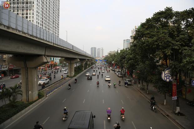 Chủ nhật cuối cùng của năm Canh Tý 2020: Đường phố Hà Nội thông thoáng, bến xe vắng vẻ - Ảnh 12.