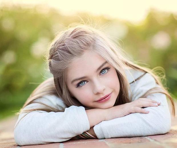 Cô bé đẹp không góc chết được đánh giá là 1 trong 5 bé gái xinh nhất thế giới, lọt top 100 gương mặt đẹp nhất hành tinh giờ ra sao? - Ảnh 1.