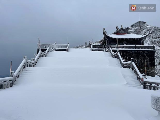Ảnh: 28 Tết, tuyết phủ dày 60cm trên đỉnh Fansipan, đẹp như phim cổ trang - Ảnh 16.