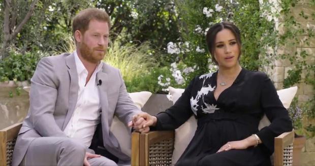 Hoàng tử Harry gây sốc khi lần đầu đích thân nói về lý do rời bỏ Hoàng gia Anh có liên quan đến Meghan Markle trong buổi phỏng vấn 1 lần kể hết - Ảnh 2.